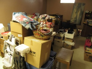 Basement clutter, grrrr! I should make this a thumbnail size so no one can see the mess.
