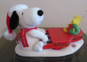 Snoopy plays for Woodstock