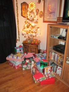 The little tree with the gifts before we divvied them out.